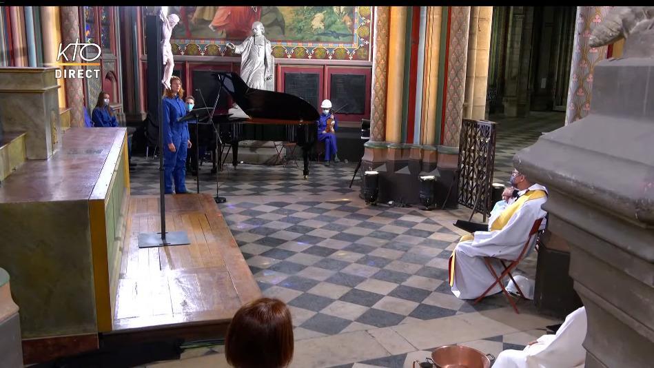 (4) Méditation de Pâques à la cathédrale Notre-Dame de Paris - YouTube - 19 11.jpeg
