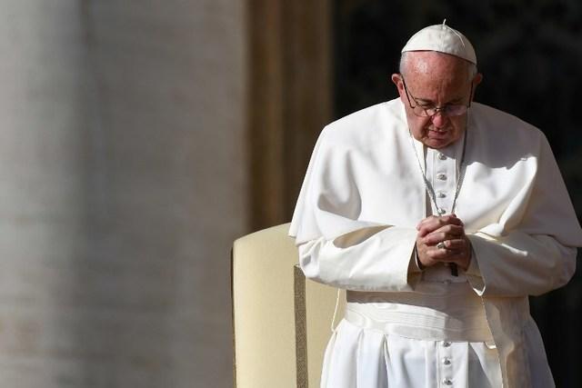 pape francois prie